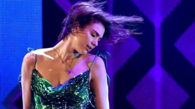 Dua Lipa këngëtarja më e transmetuar në Britani