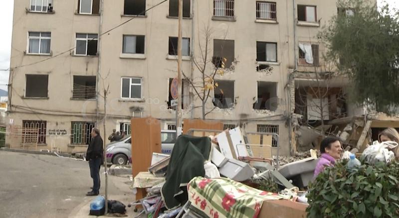 Pa strehë dhe pa mbështetje financiare, banorët e 3 godinave në Qytetin Studenti nxirren jashtë