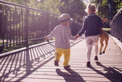 Autizmi njihet edhe nga disa anomali gjatë ecjes