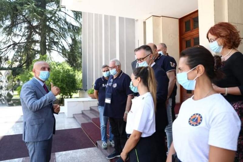 Pandemia, Presidenti Meta takon ekipin e mjekëve dhe infermierëve italianë që do të trajnojnë stafin mjekësor shqiptar