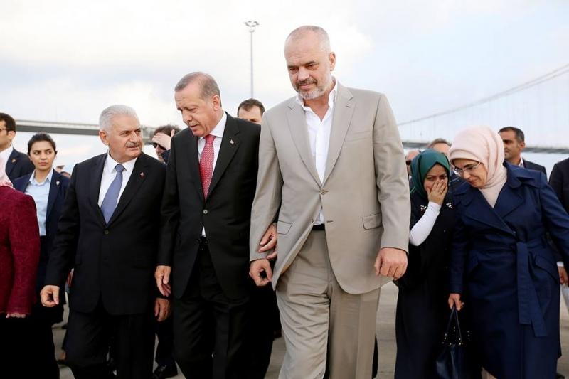 Si u mbajt sekret ceremonia e shpërblimit që dha Erdogan, për rrëmbimin e mësuesit turk Çelik