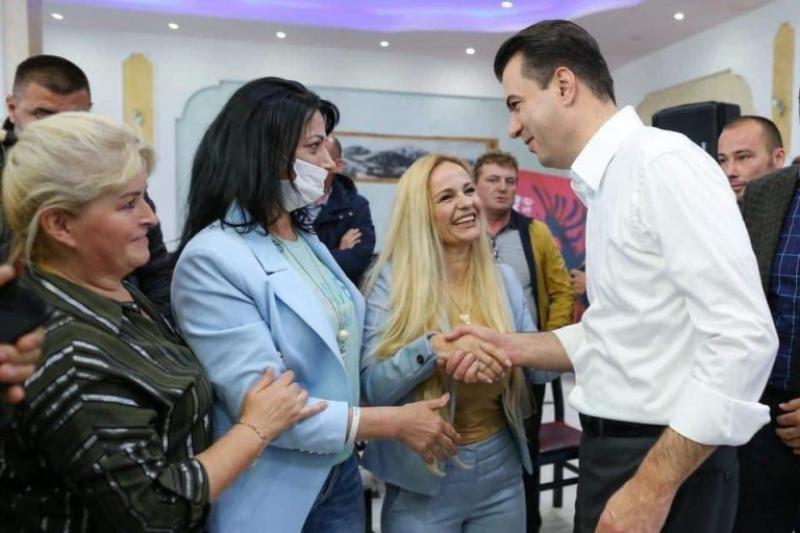 Pas rikonfirmimit në krye të PD, Basha sërish mesazh demokratëve: Shprehje e qartë e besimit në rrugën tonë drejt ndryshimit, Shqipëria do fitojë