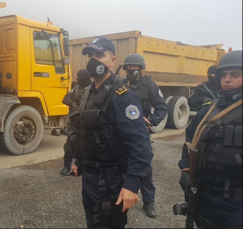 Kosova ndalon hyrjen e automjeteve me targa serbe, blindohet kufiri