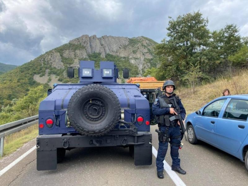 'Lufta' e re për targat e Kosovës, serbët bllokojnë rrugët afër Jarinjës, vëzhgohen nga policët kosovarë