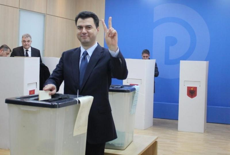Zëri i Amerikës: Opozita në Shqipëri bëhet gati për zgjedhje të parakohshme