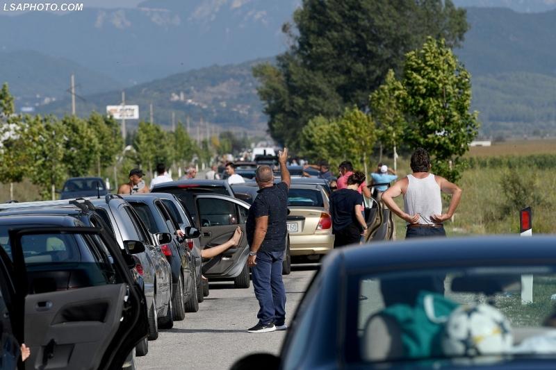 Pala greke vendos ta mbyllë kufirin në orën 23.00