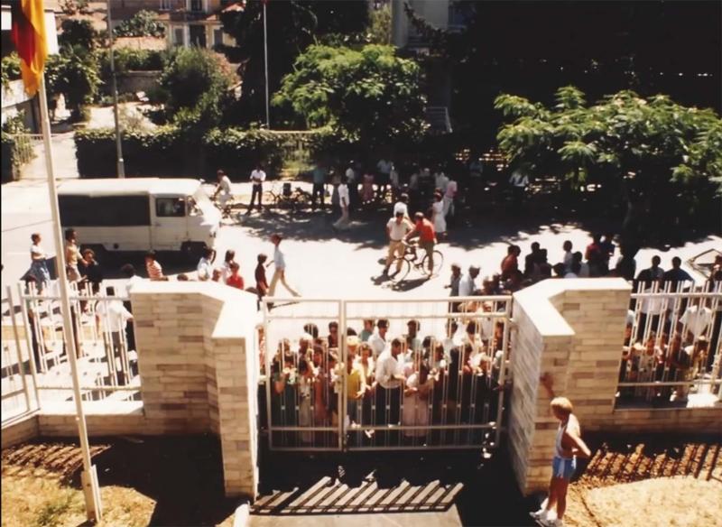 Ambasada gjermane në korrik 1990