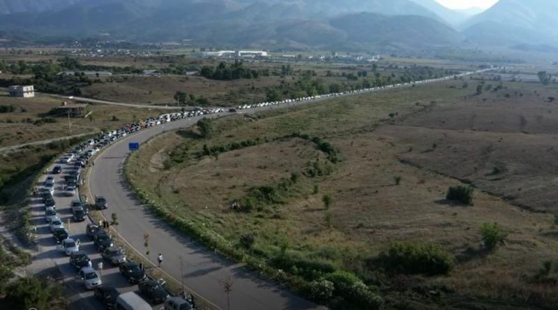 Mijëra njerëz të bllokuar në kufirin me Greqinë
