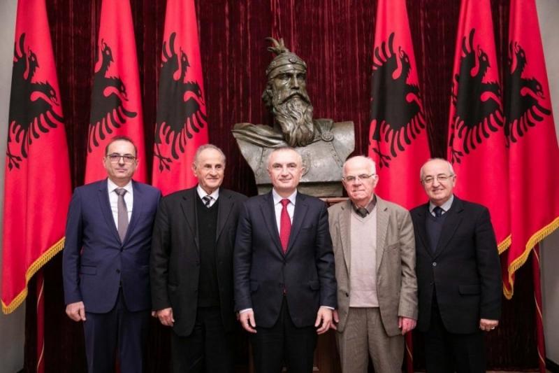 Presidenti i Republikës takon shoqatën 'Tirana': Mbrojtja e vlerave kombëtare, prioritet madhor