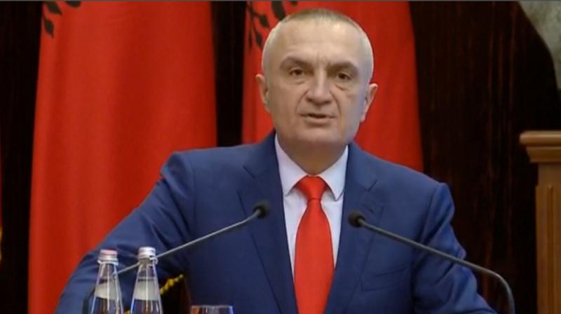 """""""Shqiptarët të bashkuar kundër pucistëve"""", Meta kujton rastin e ngjashëm në Rumani: Ja si presidenti protestoi për mbrojtjen e shtetit ligjor"""