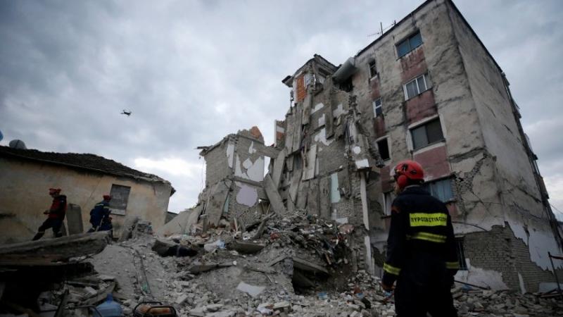 Revolta e banorëve të prekur nga tërmeti në Durrës: Na nxorën nga hoteli, po na sorollasin rrugëve