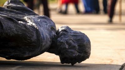 Rrëzohet statuja e Kristofor Kolumbit në Minneapolis, dhuratë e një emigranti italian