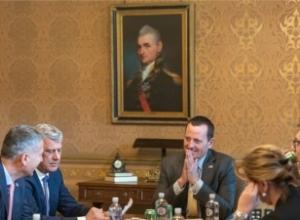 VOA/Analistët: Ecuria e bisedimeve Kosovë-Serbi në pikëpyetje