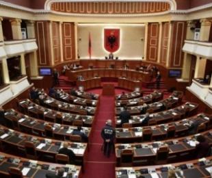 Qeveria do të marrë 650 milionë euro borxh, Kuvendi miraton eurobondin, Meta dha sot pëlqimin për hyrjen në fuqi të ligjit