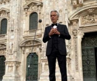 """Këngëtari i operës italiane Andrea Bocelli ka thënë se është ndjerë """"i poshtëruar dhe ofenduar"""" nga masat bllokuese të vendosura në vend për shkak të koronavirusit"""