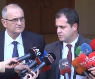 Pas takimit me ambasadorët, Bylykbashi e Vasili në zyrën e Bashës, i pranishëm edhe kryetari i PDIU