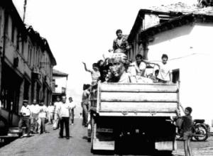 1991/Largimi i monumentit të diktatorit nga Gjirokastra