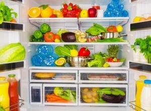 Ushqimet që duhet patjeter të vendosen në frigorifer