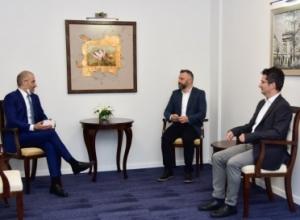 Edhe Jevtiq si Rakiq, injoron simbolet e Republikës së Kosovës