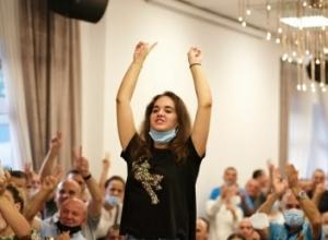 Rinia në mbështetje të folëtores së Sali Berishës.