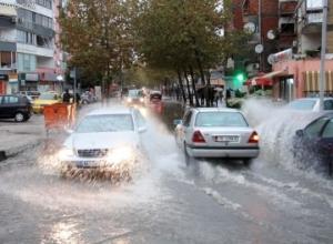 Priten stuhi në gjithë vendin.Paralajmërohen për përmbytje 5 prefektura